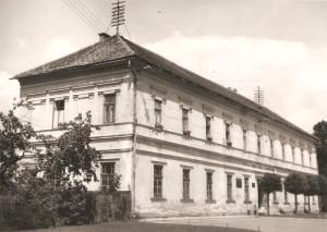 Murovaná vrbicko-svätomikulášska škola postavená za Fridricha Baltíka, v súčasnosti je budova prestavaná a slúži ako Galéria P.M.Bohúňa